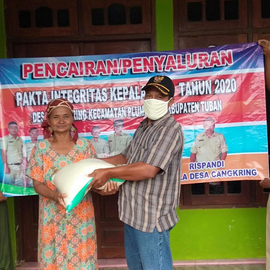 Pembagian Santunan Sembako (Pakta Integritas Kepala Desa Tahun 2020)