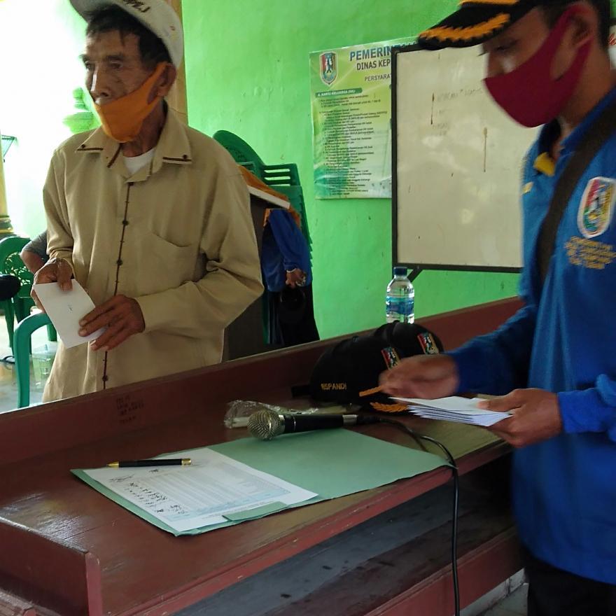 Pembagian Honor Tim Pendata BLT Dana Desa Dampak Covid-19